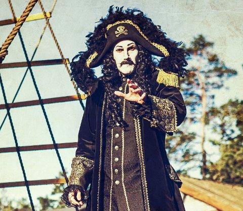 SJØRØVERKONGEN: Lørdag dukker den ekte Kaptein Sabeltann opp på Odeon kino i Møllebyen.