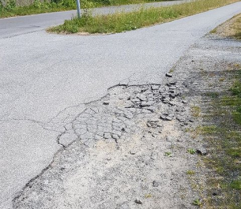 Slik så skaden på gangveien ved Borgerjordet ut før vinteren.