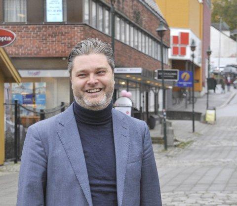 Trives: Christian Endsjø synes Hønefoss har noe framtidsrettet over seg.