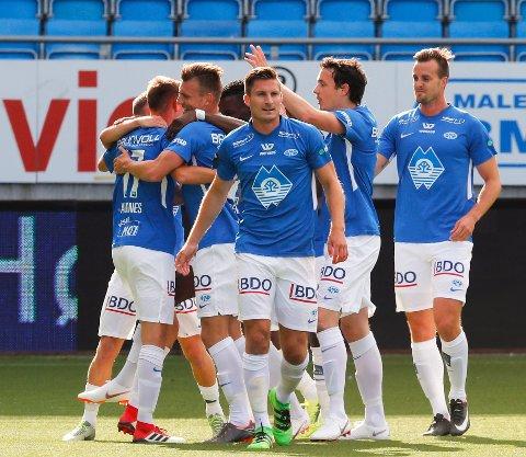 Molde jubler over 1-0 mot Stabæk under lørdagens eliteseriekamp  på Aker Stadion.