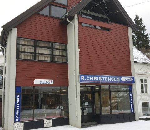 Utleie: Det tre etasjes bygget eies av Reidar Christensen og Jens Hagane. Det skal ikke selges, men leies ut til ny forretningsdriver.