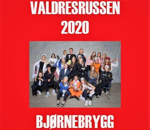 Framsida: Russeavisa blir på 28 sider og trykkes på Dokka. Torsdag eller fredag ankommer den Valdres, og prisen er 50 kroner. Overskuddet av salget går til Kreftforeningen.