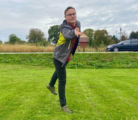 DISKMANN: Even Hallingstad kallar seg for ein glad amatør, no vil han bygge opp ein frisbeegolfklubb i Florø.