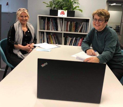 FIKK SKRYT: Anneli Lorentzen og prosjektleder May Britt Buhaug fortalte om innsatsen Sanitetskvinnenes omsorgsberedskap i Horten, Åsgårdstrand og Falkensten har lagt ned under koronapandemien. Det imponerte statsministeren