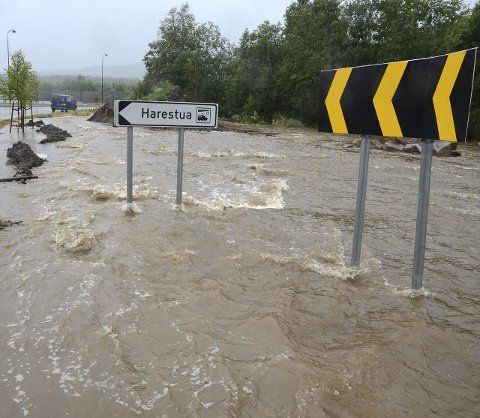 Fuktig start: Det regnet kraftig i begynnelsen av september. Her fra flommen på Harestua, der Klemma gikk over sine bredder i Elvefaret.