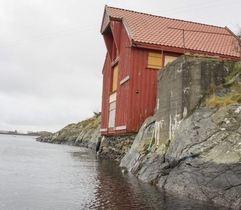 VÆRUTSATT:  Sjøhuset har stått ved Sjursundet i vel 160 år. De tre siste årene har Haugalandmuseene jobbet med å restaurere bygget.