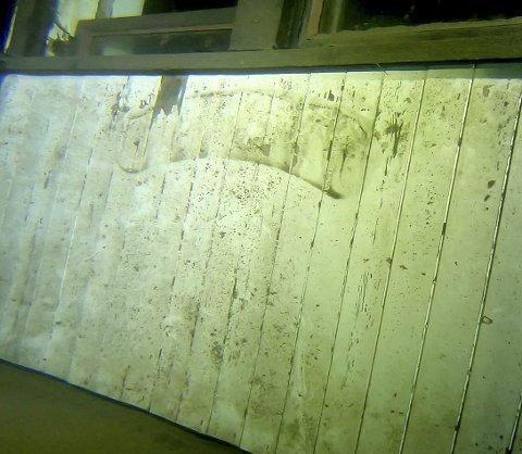 BÅTNAVNET FJERNET: Navneskiltet kunne vært med på å identifisere skøyta.  Alle foto: Holmestrand dykkerklubb