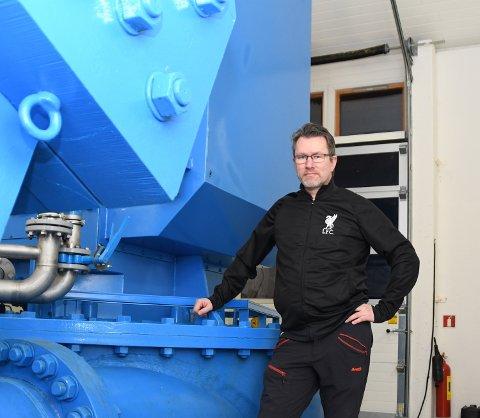 Lokal kraftbonde og straum-guru i Åkra, Lars Emil Berge, fortel at det er fysisk umogeleg å bevisa kvar straumen du brukar faktisk kjem frå. – Men dersom du kjøper opphavsgaranti, kan du bidra til auka produksjon av fornybar kraft, seier han. (Arkivfoto)