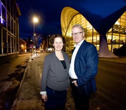 Ordfører Kristin Røymo og styreleder i Næringsforeningen i Tromsøregionen, Stein Winfeldt tror Tromsø sentrum AS vil være et viktig verktøy for å skape aktivitet og et trivelig sentrum. Foto: Ola Solvang