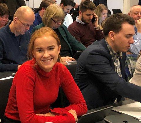 GIR SEG SOM AUF-LEDER: Ingrid Tønseth Myhr fra Raufoss går av som fylkesleder i AUF på søndag. Men den aktive ungdomspolitikeren fortsetter i kommunestyret i Vestre Toten og i fylkestinget i Innlandet (bildet er fra torsdagens fylkesting).