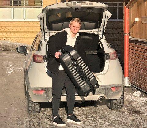 PÅ VEI: Martin Petterson Heiberg reiste tirsdag til Færøyene hvor han skal spille for 07 Vestur kommende sesong.
