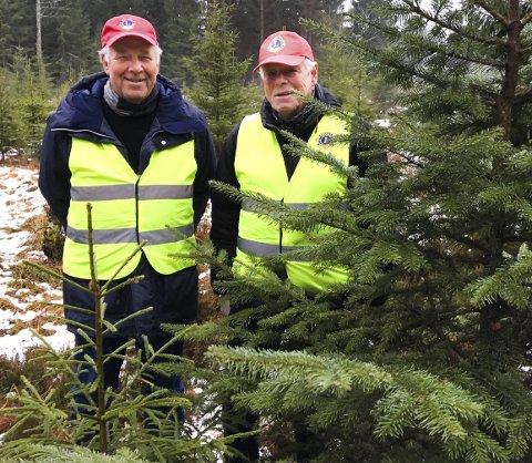 GLEDER SEG: Trond Kristiansen (til venstre) og Gunnar B. Vegsgaard håper på ny folkevandring til radiostasjonen søndag.