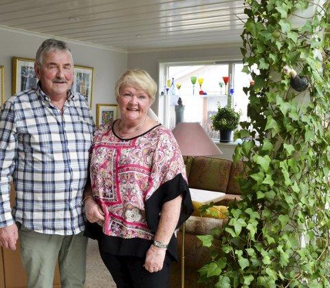 LYKKELIGE: Ekteparet Eli og Olav Trettenes har bodd og arbeidet i Oslo i mange år, som eldre har de funnet sitt lille paradis i Askim og bygget om huset for alderdommen. De har fått sitt drømmehus.