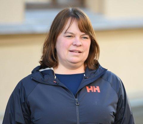 Kommuneoverlege Kjersti Gjøsund forteller at lørdagens smittetilfeller stammer fra ulike steder.