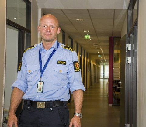 FØLG MED: Espen Valsgård er leder for forebyggende avdeling i Indre Østfold politi.