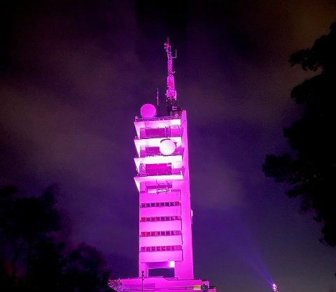 Over 3400 kvinner får brystkreft hvert år. Nå blir Ullandhaugtårnet rosa, for å hedre alle som er rammet.