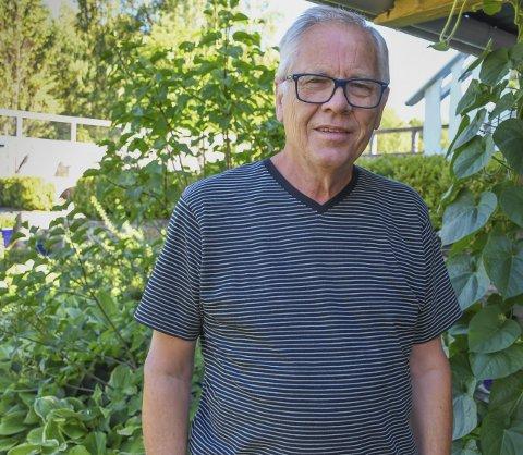 Telefonvenn: Lars Langmyr har vært mange til støtte i livskriser gjennom sitt mangeårige virke i begravelsesbransjen. Han er i dag pensjonist og medlem av Tvedestrand kommunes kriseteam.