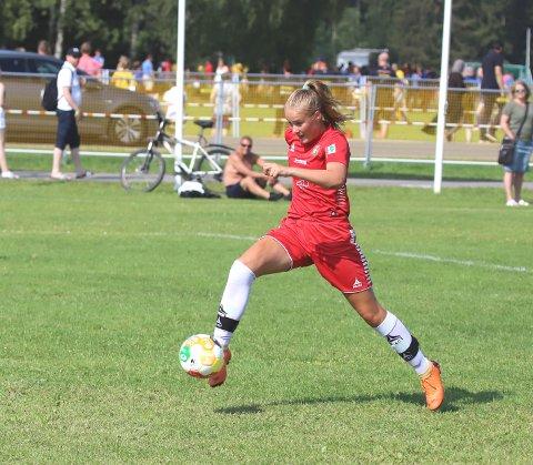 Aurora Mjøen Grøndalen viste både fart og vinnervilje da hun satte inn to mål mot Elverum.  Her setter hun inn 4-0 målet.