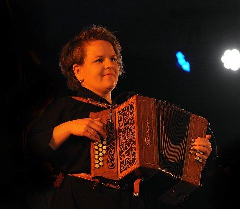 TORADER: Hilde Fjerdingøy, en meget dyktig utøver på sitt instrument toraderen.