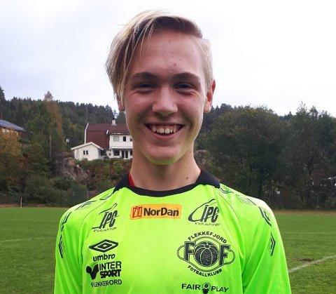 TALENT: Flekkefjords 15-årige keeper Eirik Moi fikk sine første minutt for A-laget i dagens bortekamp mot Tveit, skriver FFK på Facebook. Han viste seg fra sin gode side da han reddet et kjempeskudd fra en Tveitspiller. Foto: FFK