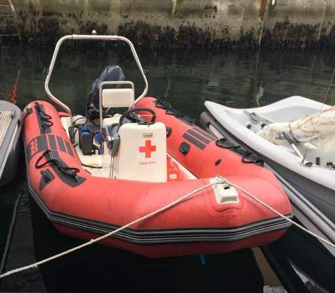 To menn er arrestert for å ha utført skadeverk og forsøkt å stjele en av Røde Kors sine båter.