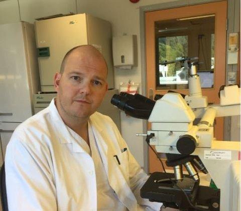 Avdelingsoverlege Roar Bævre-Jensen er spesialist i medisinsk mikrobiologi og indremedisin.