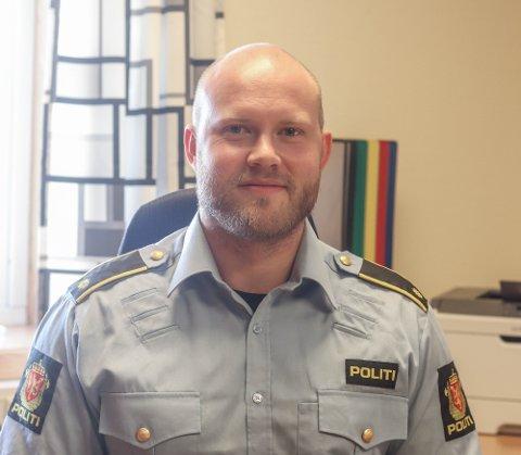 LEIAR: Kristoffer Jorddal Lønning er tilsett som teamleiar og har ansvaret for den daglege drifta ved Høyanger politistasjon.
