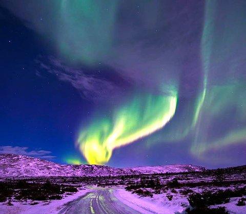 8. NORDLYS: Fargerikt på Vinstra. Foto: Arild Tagestad