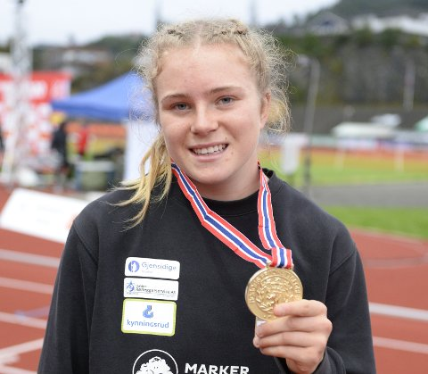 Henriette Jæger med sitt første NM-gull rundt halsen.