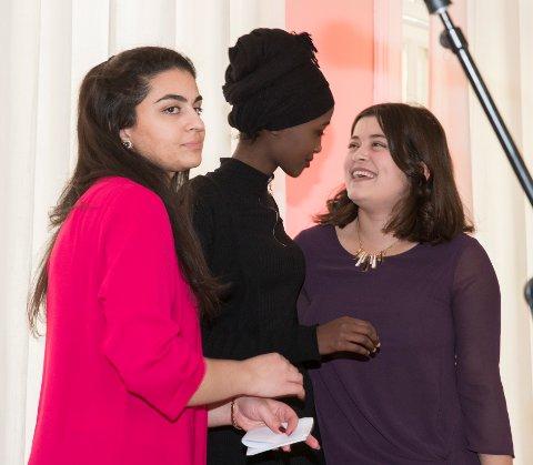 De skamløse jentene representert med, fra v:  Sofia Srour, Amina Bile og Nancy Herz da de fikk Fritt Ords Honnør i mars. Foto: Terje Pedersen / NTB scanpix