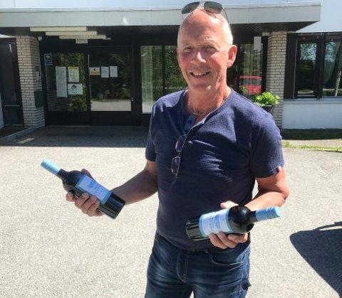 Leder Arne Ingar Hogseth i Ekeberg og Killingmo hadde et hyggelig ærend på Aurskog sykehjem fredag før pinse.