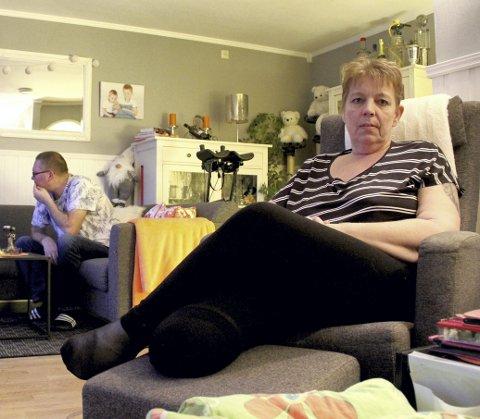 HJEMME IGJEN: Elin Bjerke Halvorsen og ektemmannen Rune Halvorsen feirer jul i leiligheten hjemme på Kleiverud. Foto: Lars Ivar Hordnes