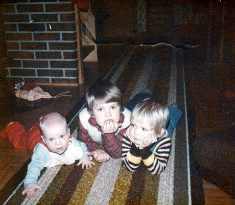 Søskenflokken då dei var små. (Foto: Privat).
