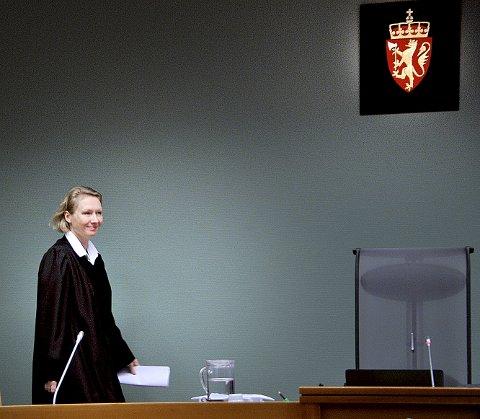 Konstituert sorenskriver Ragnhild Borgerud og de to meddommerne i Sarpsborg tingrett mente straffpåstanden fra aktor var for lav, og la på seks måneders fengsel for den overgrepsdømte bestefaren (66) fra Sarpsborg.