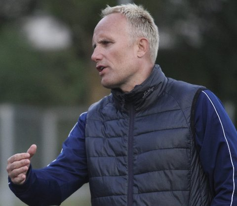 VIL RYKKE OPP: Gisle Olsen trener Oppsals A-lag i fotball, og han har lyst til å rykke opp i Postnordligaen. Foto: Arild Jacobsen