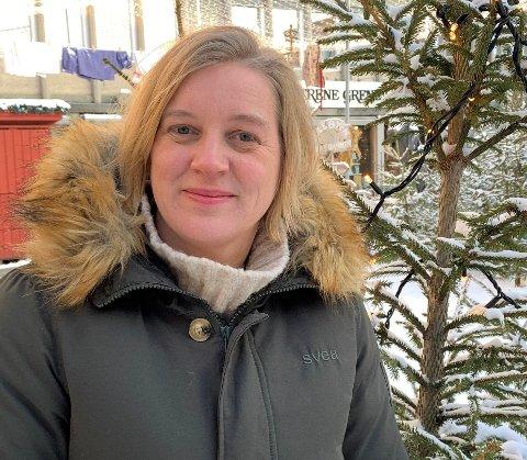 ETTERLYSER FOSTERFAMILIER: Avdelingsleder ved Fosterhjemstjenesten i Oppland, Solveig Morten Buraas ber folk vurdere å bli fosterhjem for ett av de barna som nå venter på fosterhjem i Gjøvik-området.