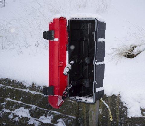 Fjernet: I denne boksen i Flatstrand sto et brannslokkings-apparat. Nå er det fjernet og tømt.