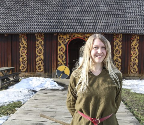 SKJOLDMØY: Monika Bjørnstad syntes først det så skummelt ut å drive med hærkamp. Nå har hun selv drevet på med av og på i 13 år.