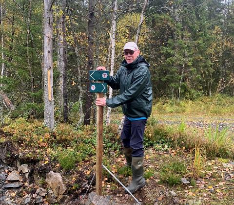 ALLEMANNSRETTEN: Per Vidar Pedersen i DNT Indre Østfold Rakkestad ber turgåere om å opptre hensynsfullt og varsomt når de beveger seg ut i skogen. (Arkivfoto)