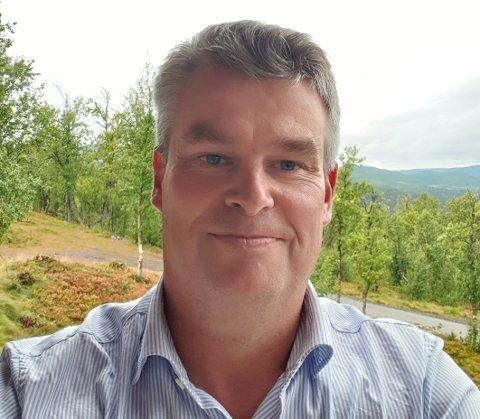 ENGASJERT: Knut Anders Berg er opptatt av lokale spørsmål som sentrumsskole og idrettshall-kapasiteten. Men engasjementet hans får du neppe se i sosiale medier.
