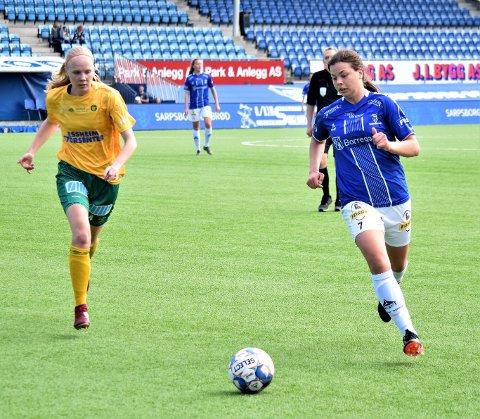 Sarpsborg 08, her ved Andrea Ungar Jensen (t.h.), tapte 0-1 borte mot Ullensaker/Kisa i 2. divisjon avdeling 1 i fotball lørdag. Dette bildet er fra da lagene spilte mot hverandre i Sarpsborg 25. mai. (Foto: Kjetil A. Berg)