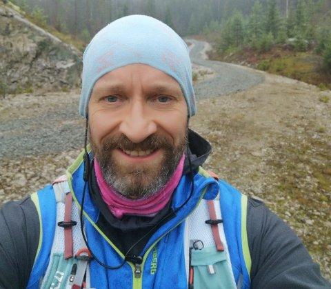 Einar Hagemann er glad i å løpe, men ble litt lei av jaget med nummer på brystet. Nå har han startet noe helt nytt – som alle kan bli med på.