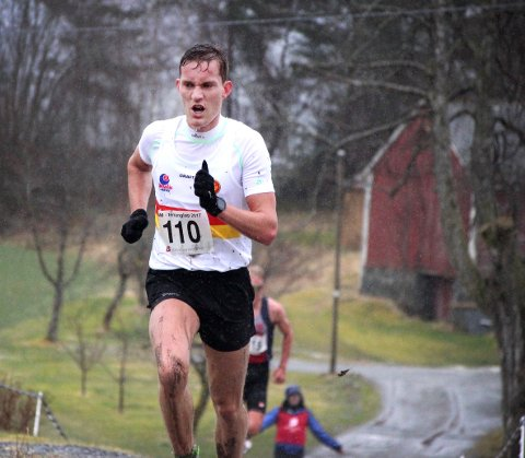 TOPP 10 I HYTTEPLANMILA: Jens Bøhmer fra Langesund (løper for Gular) løp lørdag inn til en sterk 10. plass blant de 2.316 deltakerne i Hytteplanmila. Tiden 30.59 er nok blant de beste tidene på en 10-kilometer for en telemarking de siste 20–25 årene.FOTO: PRIVAT/KJELL KARSTENSEN