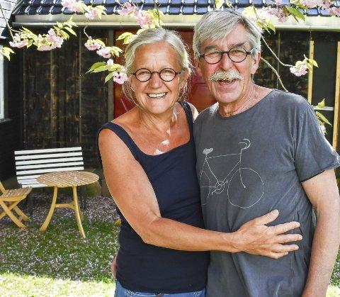 Sidsel Hanum og Arve Rønning åpner årets sommerutstilling i Borøy kunsthandel lørdag kveld.