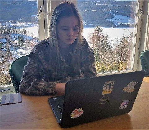Heimeundervisning: Iselin Tronrud ville byttet ut utsikten med klasseromsundervisning og lærebøker, men er glad for at det kun er snakk om et par dager - forhåpentligvis.