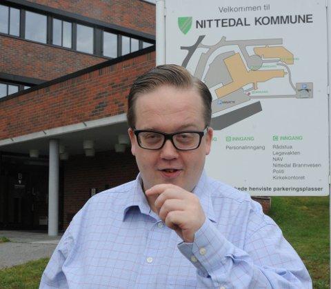 Frps ordførerkandidat Helge Fossum anklager de rødgrønne for på føre en politikk som skaper utrygghet blant Nittedal kommunes ansatte.