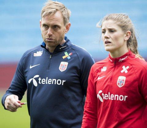 Både landslagssjef Martin Sjögren og Maren Mjelde var fornøyd med den spesielle atmosfæren på treningen torsdag.
