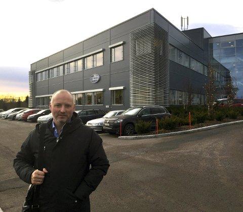 MEGLER:  Bjørn Even Sørhaug i Sparebank1 Næringsmegling skal selge bedriften Jotrons lokaler på Skoppum og Tjølling.