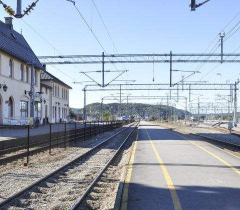 STEILE PARTER: Dersom Norsk Jernbaneforbund ikke blir møtt av Vy på kravene om felles regelverk for opplæring og bemanning om bord i togene, blir det streik og ingen tog på Halden stasjon fra tirsdag.
