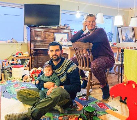 LEKEPLASS: Stua i huset er gjort om til lekeplass for ungene. Foto: Alvin Vaseli